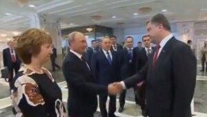 Рукопожатие Путина и Порошенко в Минске