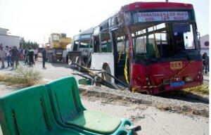 Пассажиры автобуса успели спастись за секунду до столкновения с поездом