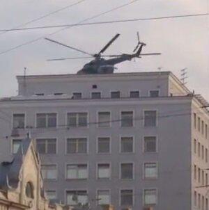 На Лубянку в Москве прилетело два военных вертолета