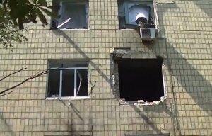 Последствия бомбежки многоэтажек и больницы в Донецке